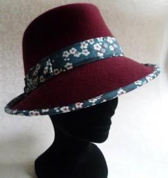 Chapeau couleur framboise